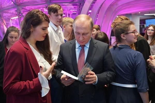 Школьник изТобольска встретился сВладимиром Путиным