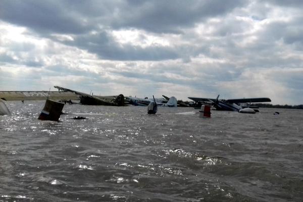 ВТюменской области из-за паводка затопило местный аэродром