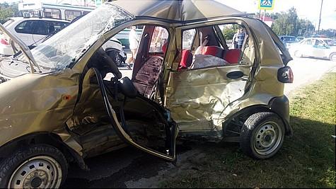 ВТобольске иностранная машина вылетела напешеходов исбила женщину с сыном