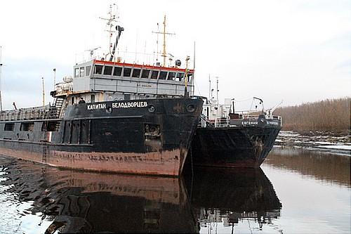 Работодатель голодающего наЯмале экипажа судна отказывается возвращать людей вОмск