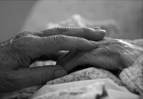 ВТобольске нетрезвый мужчина задушил мать-ветерана ВОВ