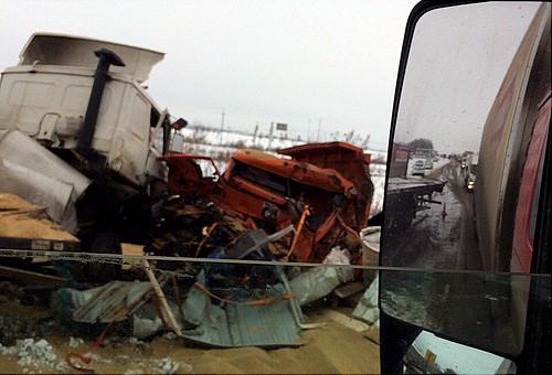 Натрассе столкнулись два фургона: погибли два человека