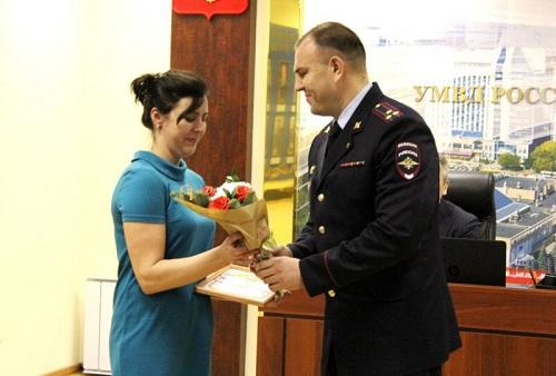 ВТюмени полицейские наградили парикмахера, нашедшую сбежавшего издетсада ребенка