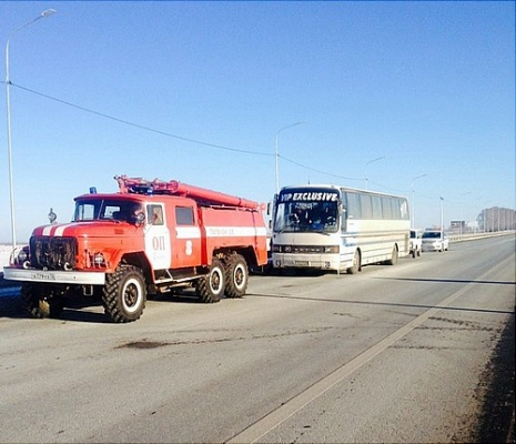 ВТюменской области полицейские оказали помощь пассажирам замерзшего натрассе автобуса