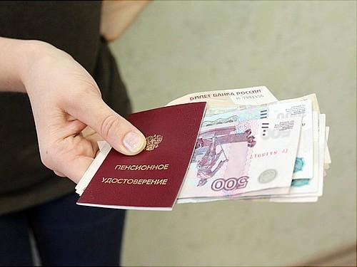 Уральские пожилые люди получат единовременную выплату после новогодних праздников