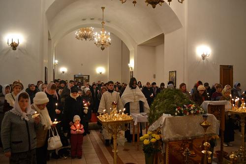 Втюменском монастыре зажгут шестьсот свечей