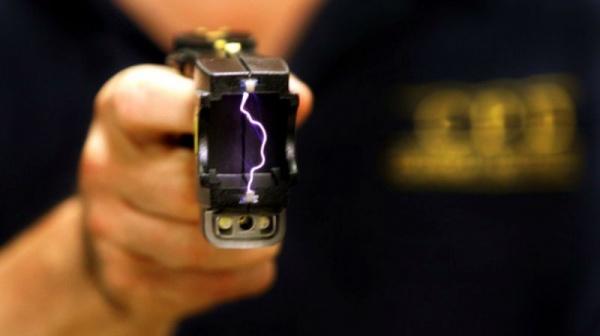 ВТюмени женщина сэлектрошокером ограбила пенсионерку