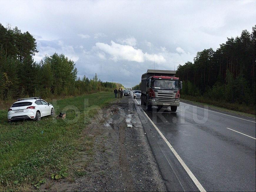 Натрассе Тюмень Ханты-Мансийск столкнулись грузовой автомобиль и БМВ: погибла женщина
